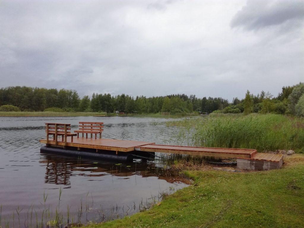 Aaltolaiturit - Laituri järven laidalla
